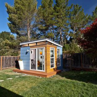 Immagine di piccoli garage e rimesse indipendenti minimal con ufficio, studio o laboratorio
