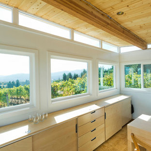 Inspiration for a mid-sized modern detached studio in Seattle.