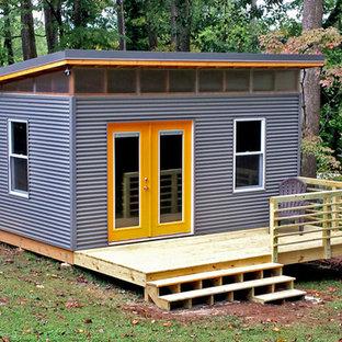 Cette photo montre un petit abri de jardin séparé moderne avec un bureau, studio ou atelier.