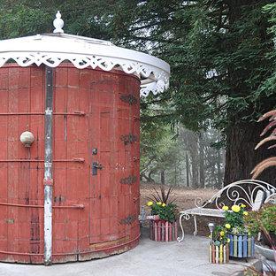 Inspiration pour un abri de jardin style shabby chic.