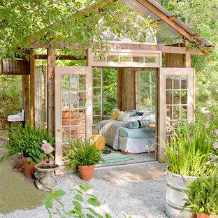 Idées déco pour un abri de jardin éclectique.