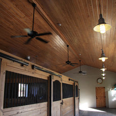 Traditional Garage And Shed by content design group