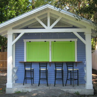 Design ideas for a mid-sized tropical detached granny flat in Tampa.
