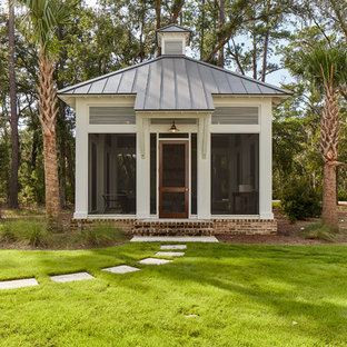 This is an example of a tropical detached studio in Atlanta.