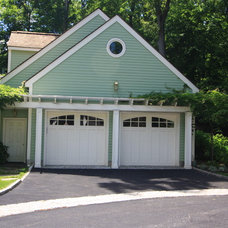 Traditional Garage And Shed by Conte & Conte, LLC