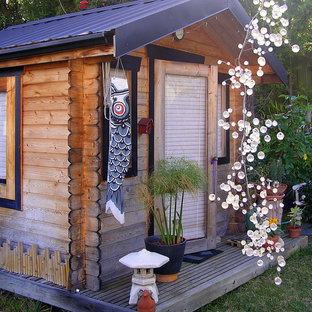 Retro garden shed and building in Orange County.