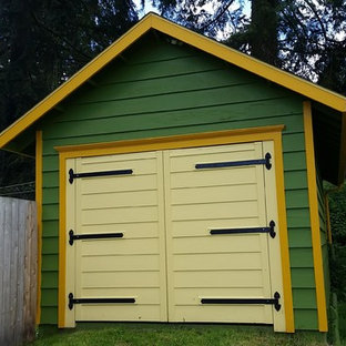 Medium sized classic detached garden shed in Seattle.