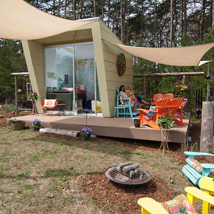 Design ideas for a small eclectic detached granny flat in Charlotte.