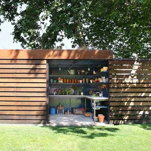 Idéer för mellanstora funkis fristående trädgårdsskjul