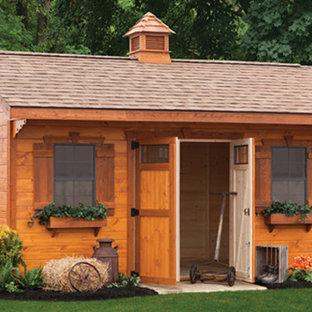 Ispirazione per un capanno da giardino o per gli attrezzi indipendente american style di medie dimensioni