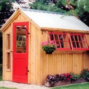 Exemple d'un petit abri de jardin séparé chic avec un abri de jardin.