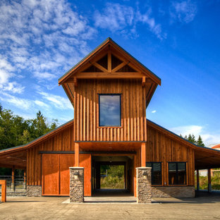 This is an example of an expansive country detached barn in Vancouver.