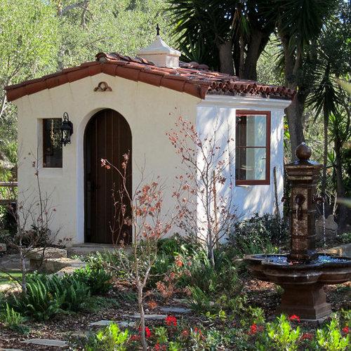 Freistehender, Kleiner Mediterraner Geräteschuppen In Santa Barbara