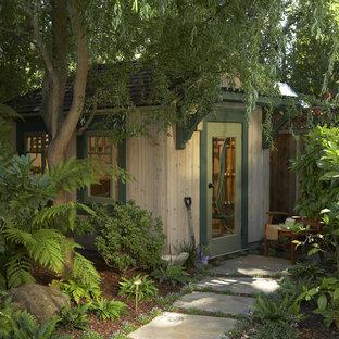 Cette photo montre un abri de jardin séparé craftsman avec un abri de jardin.