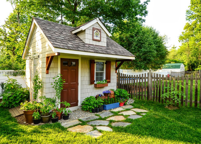 Traditional Garage And Shed by Clear View Homes LLC