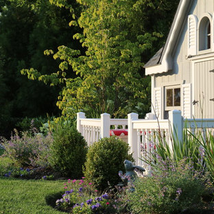Photo of a mid-sized traditional detached garden shed in New York.