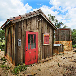 Inspiration for a rustic detached garden shed in Austin.