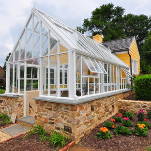 Mid-sized traditional attached greenhouse in Baltimore.