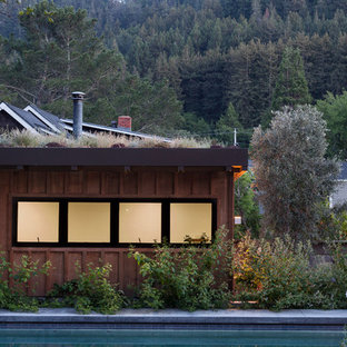 Example of a trendy shed design in San Francisco
