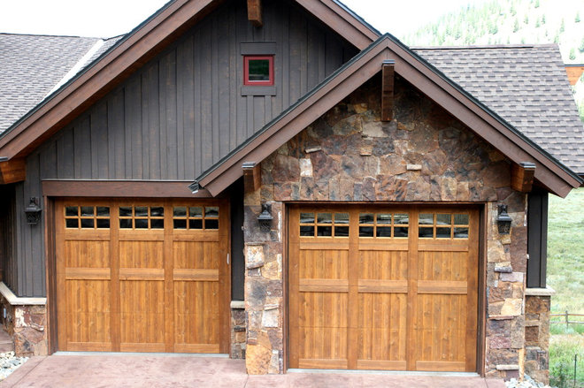 Traditional Garage And Shed by Pinnacle Mountain Homes