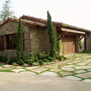Exemple d'un abri de jardin séparé méditerranéen de taille moyenne.