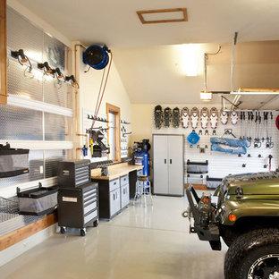 Inredning av en modern garage och förråd