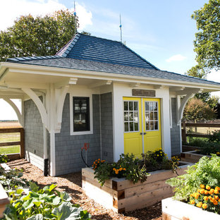 Design ideas for a mid-sized country shed and granny flat in Milwaukee.
