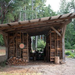Exemple d'un petit abri de jardin séparé montagne avec un abri de jardin.