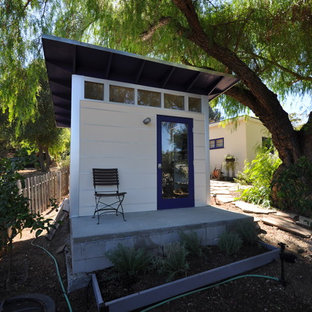 Example of a trendy detached studio / workshop shed design in Los Angeles
