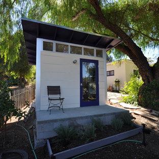 Immagine di garage e rimesse indipendenti contemporanei con ufficio, studio o laboratorio