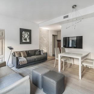 Ispirazione per un soggiorno minimal di medie dimensioni e aperto con sala formale, pareti bianche e parquet chiaro