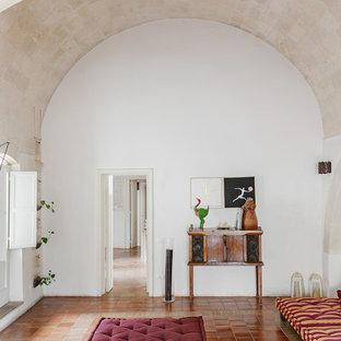 Foto di un soggiorno mediterraneo con pavimento in terracotta