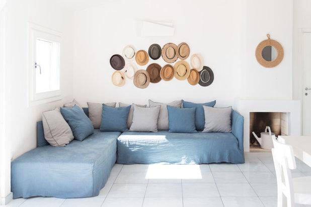 Beach Style Living Room by Giulia Mandetta | LCB LAB by La Chaise Bleue