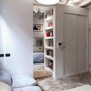 Modelo de sala de estar abierta, moderna, pequeña, con paredes blancas, suelo de ladrillo y suelo marrón