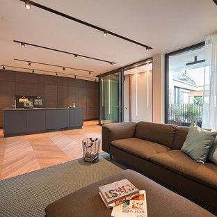 Idee per un ampio soggiorno design aperto con sala formale, pareti bianche e parquet chiaro