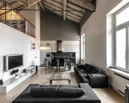 Salon mansard ou avec mezzanine moderne plafond blanc for Decoration poutre apparente