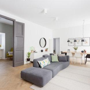 Ispirazione per un soggiorno nordico di medie dimensioni e chiuso con pareti bianche, TV autoportante e pavimento beige