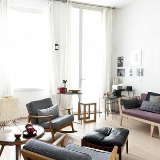 Immagine di un soggiorno nordico di medie dimensioni con pareti bianche e parquet chiaro