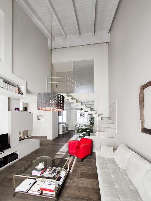 Soggiorno stile loft con pareti grigie - Foto e Idee per Arredare