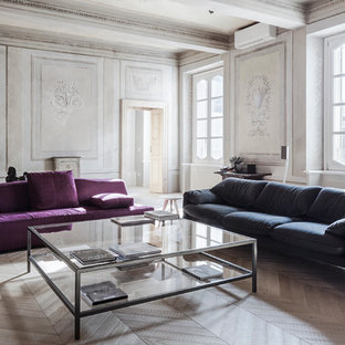 Foto di un grande soggiorno design con parquet chiaro