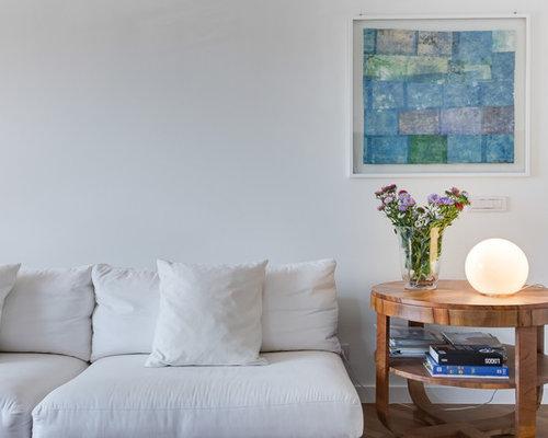 Cheap foto di un soggiorno minimalista con pareti bianche - Pavimentare giardino economico ...