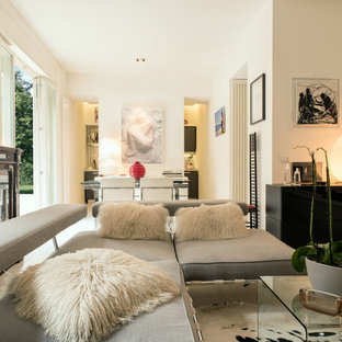 Esempio di un piccolo soggiorno contemporaneo con sala formale, pareti bianche, pavimento bianco e pavimento in legno verniciato