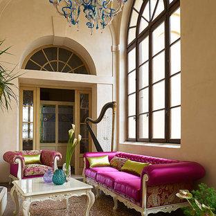 Ispirazione per un soggiorno boho chic di medie dimensioni con pareti beige