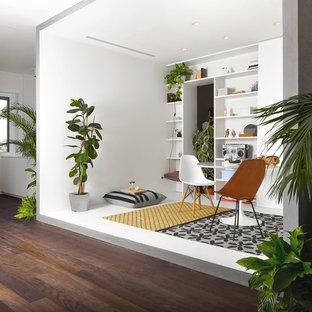 Idee per un soggiorno minimal di medie dimensioni e aperto con pareti bianche