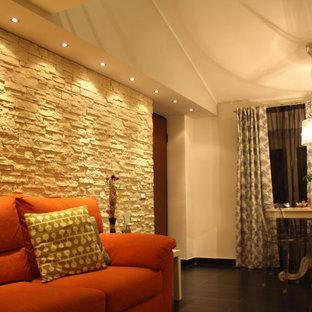 Esempio di un soggiorno minimalista di medie dimensioni e aperto con libreria, pareti verdi, pavimento in gres porcellanato, parete attrezzata e pavimento nero
