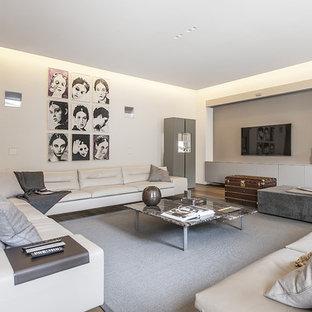 Immagine di un grande soggiorno contemporaneo chiuso con pareti bianche e TV a parete