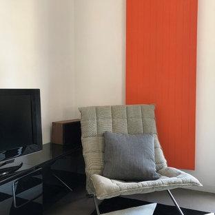 Idee per un piccolo soggiorno design aperto con sala della musica, pareti bianche, pavimento in gres porcellanato, nessun camino, parete attrezzata e pavimento grigio