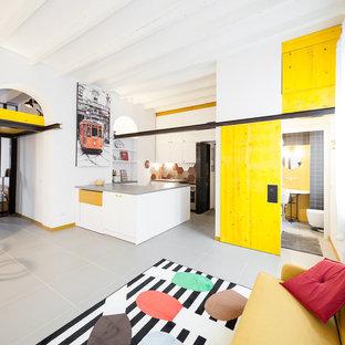 Ispirazione per un piccolo soggiorno industriale con pavimento in gres porcellanato e pareti bianche