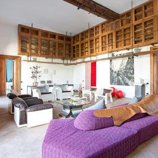 Immagine di un ampio soggiorno boho chic chiuso con pareti bianche e nessuna TV