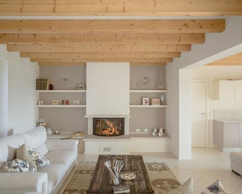 Foto e idee per living living con camino classico e pavimento